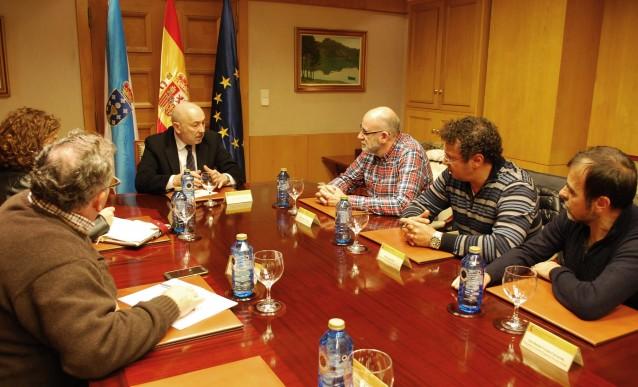 O delegado do Goberno en Galicia con representantes de traballadores de Isowat